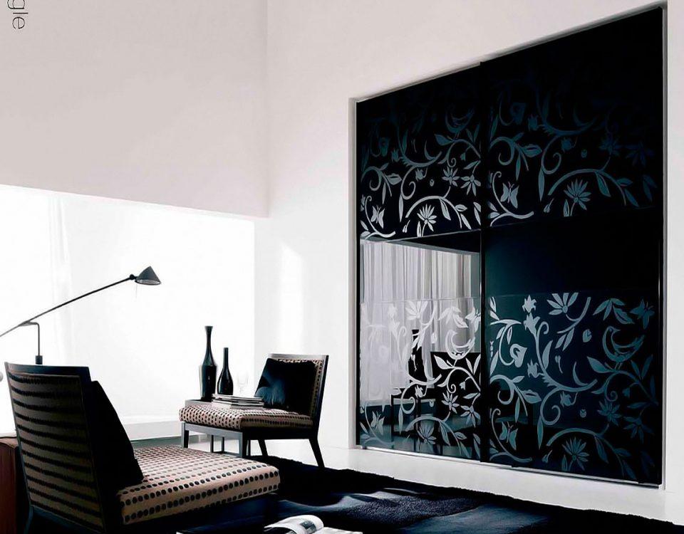 Laminated graphics print and onyx interlayer laminated glass